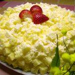 Tortina di mimosa con fragole e crema chantilly