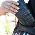 Calabria: bendano e rapinano la nonna in casa