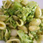 Piatto del giorno: orecchiette con broccoli e acciughe