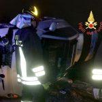 Calabria, si ribalta un'auto: un ferito